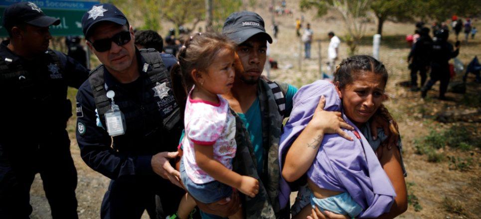 Papa envía donativo de medio millón de dólares para migrantes en la frontera de México y EU