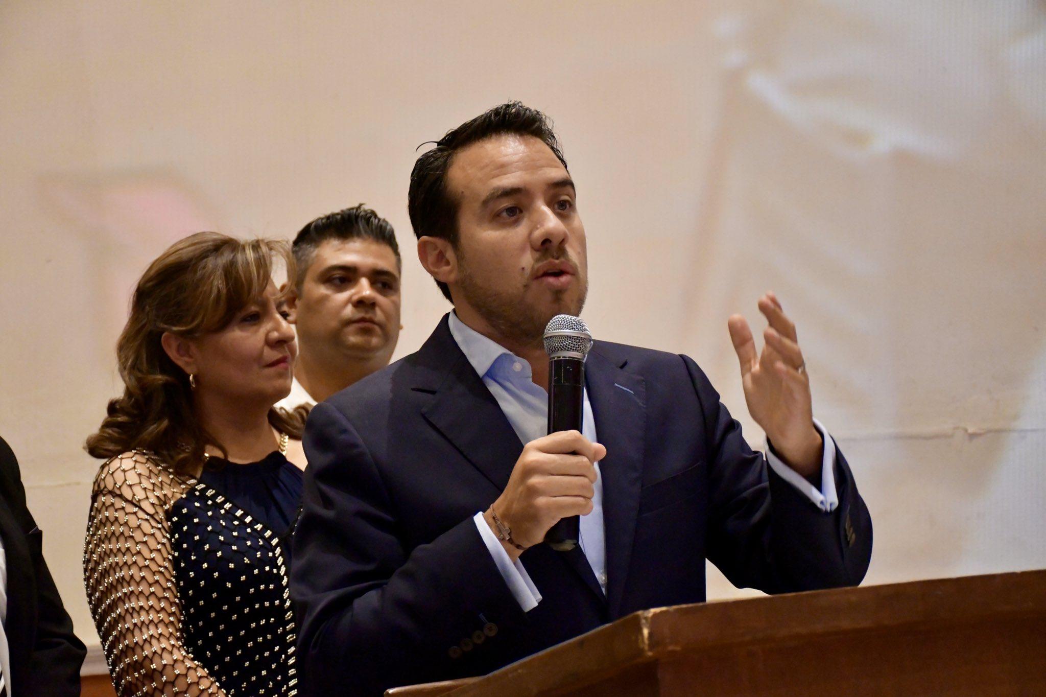 Pide Oswaldo Jiménez no ventilar conflictos internos partidistas en su bancada.