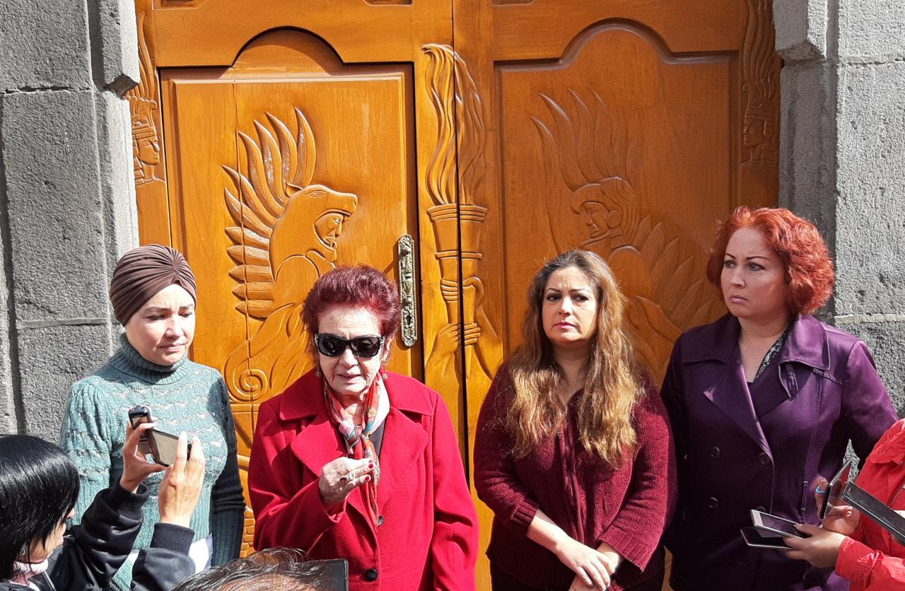 Se manifiesta Violeta Lagunes frente a Antorcha Campesina