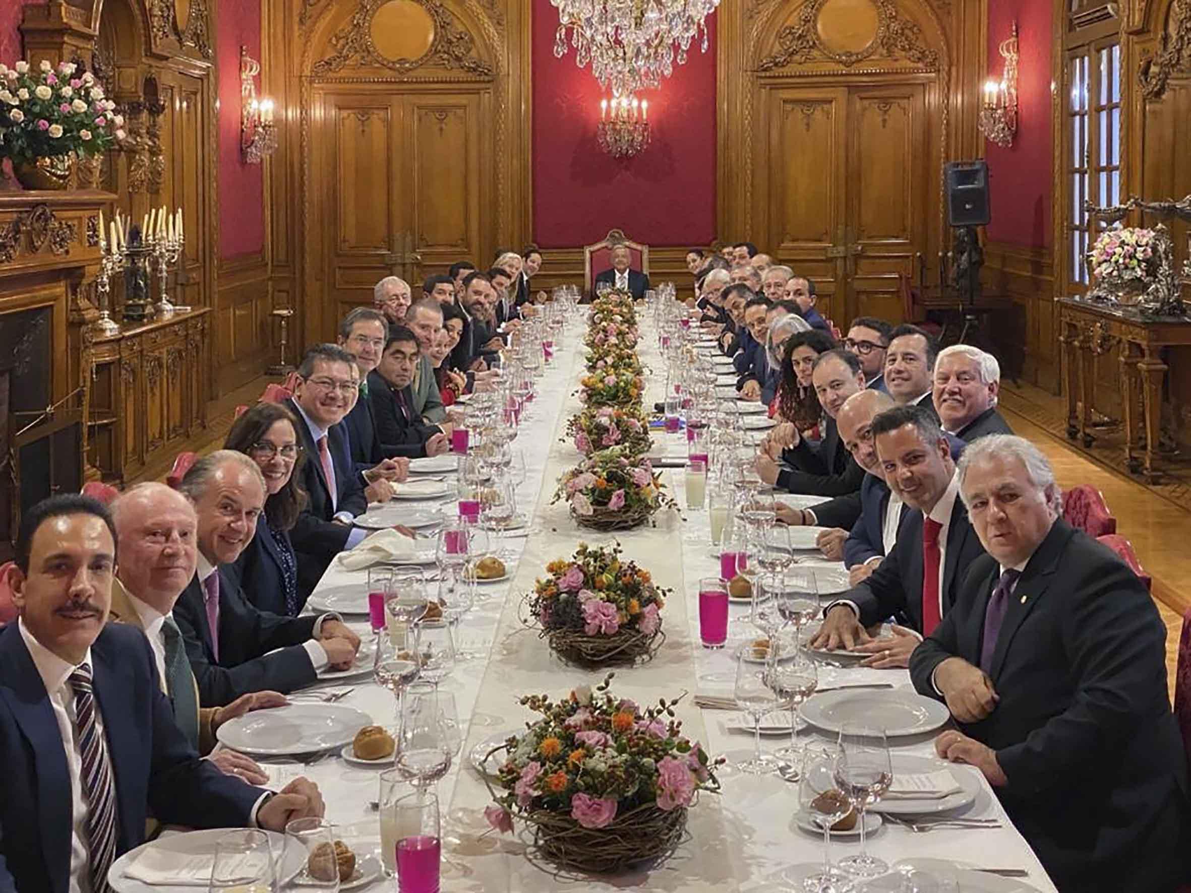 Asiste Marco Mena a comida con el presidente AMLO.