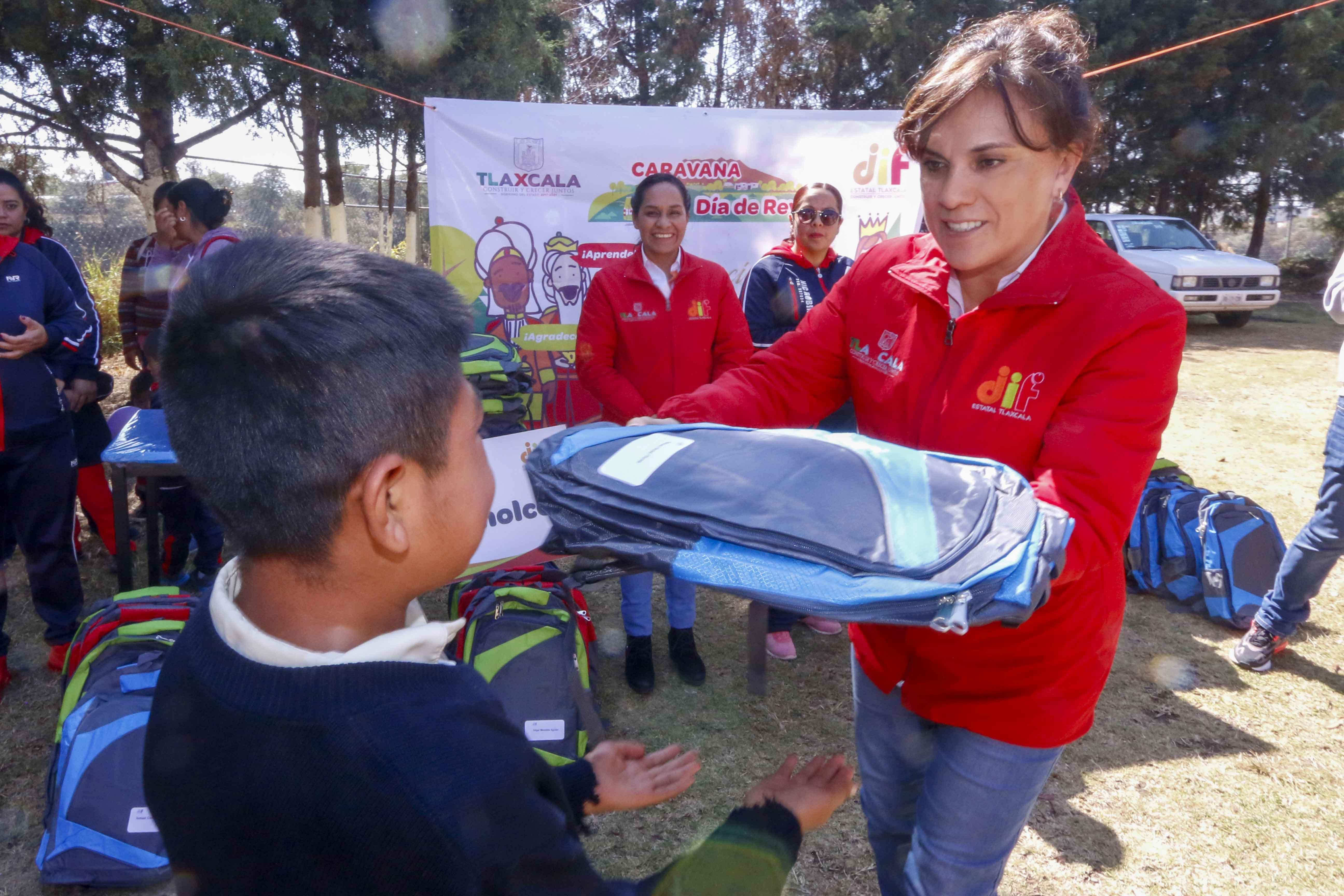 """Visita """"Caravana de día de reyes"""" del DIF estatal Nativitas,Zaculpan y Teolocholco."""