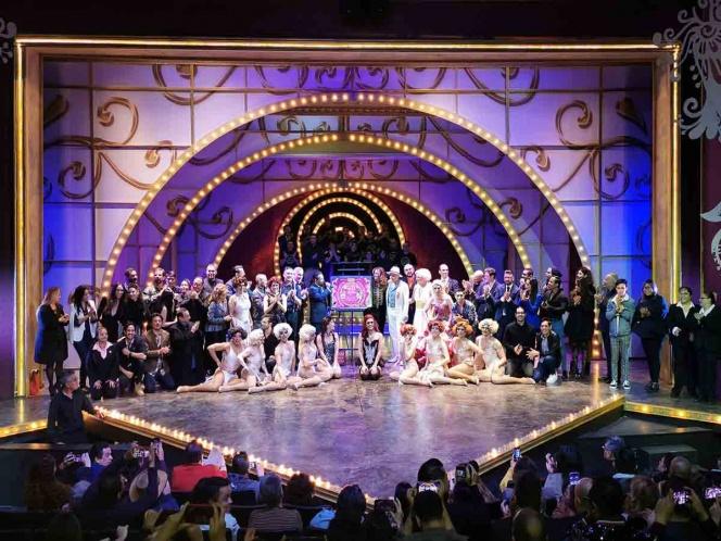 Las locas se visten de gala: ¡Celebran 1000 exitosas representaciones!