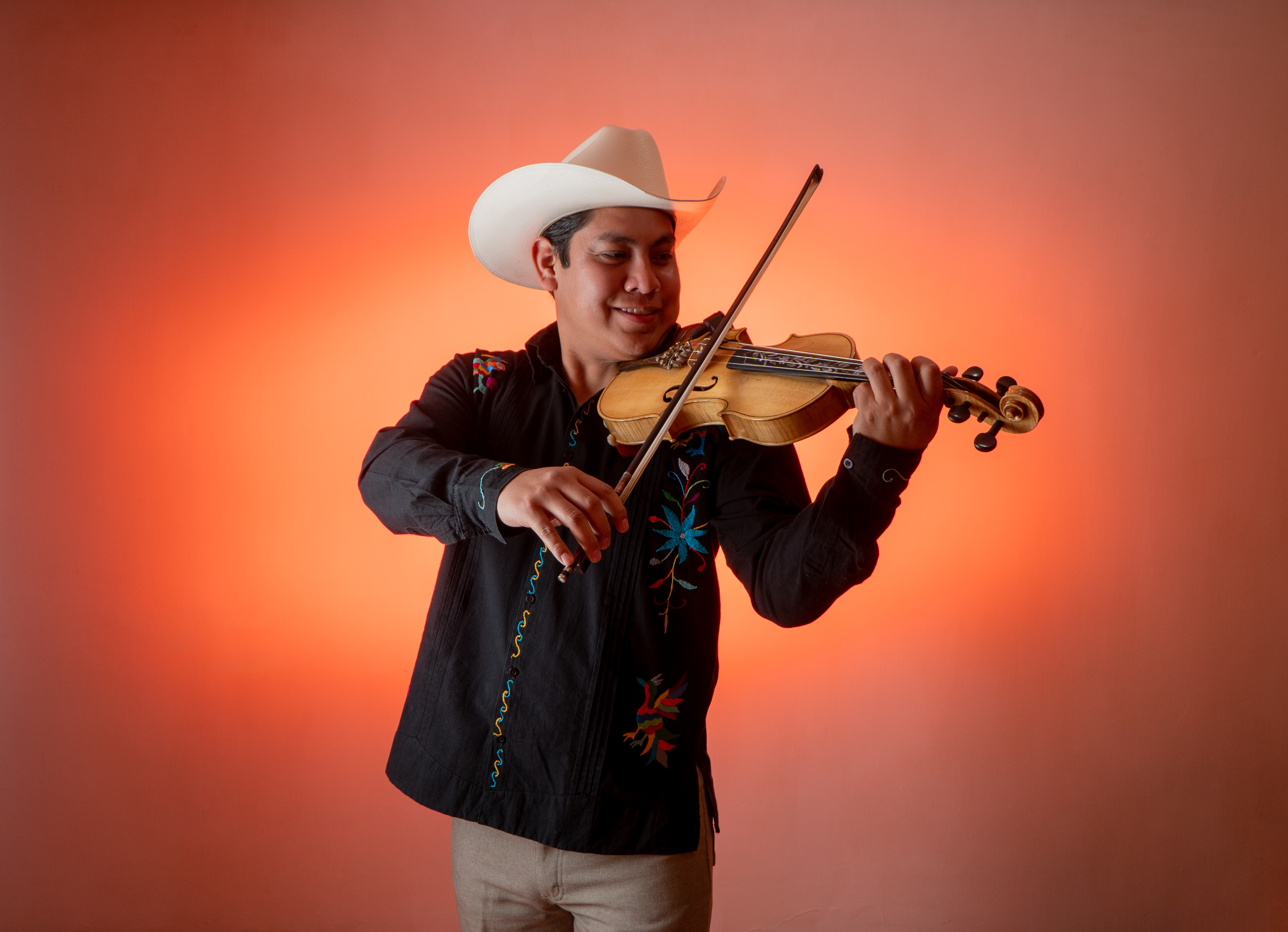 Taller de jarana, violín y guitarra quinta
