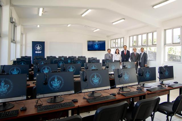 Inaugura Alfonso Esparza Ortiz nuevo edificio y cancha techada en la preparatoria Cuetzalan