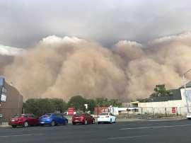 "Tormentas ""apocalípticas"" de polvo y granizo asolan Australia"