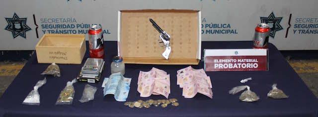 Detuvieron fuerzas municipales de Puebla a dos probables narcomenudistas en inmediaciones del Mercado Unión