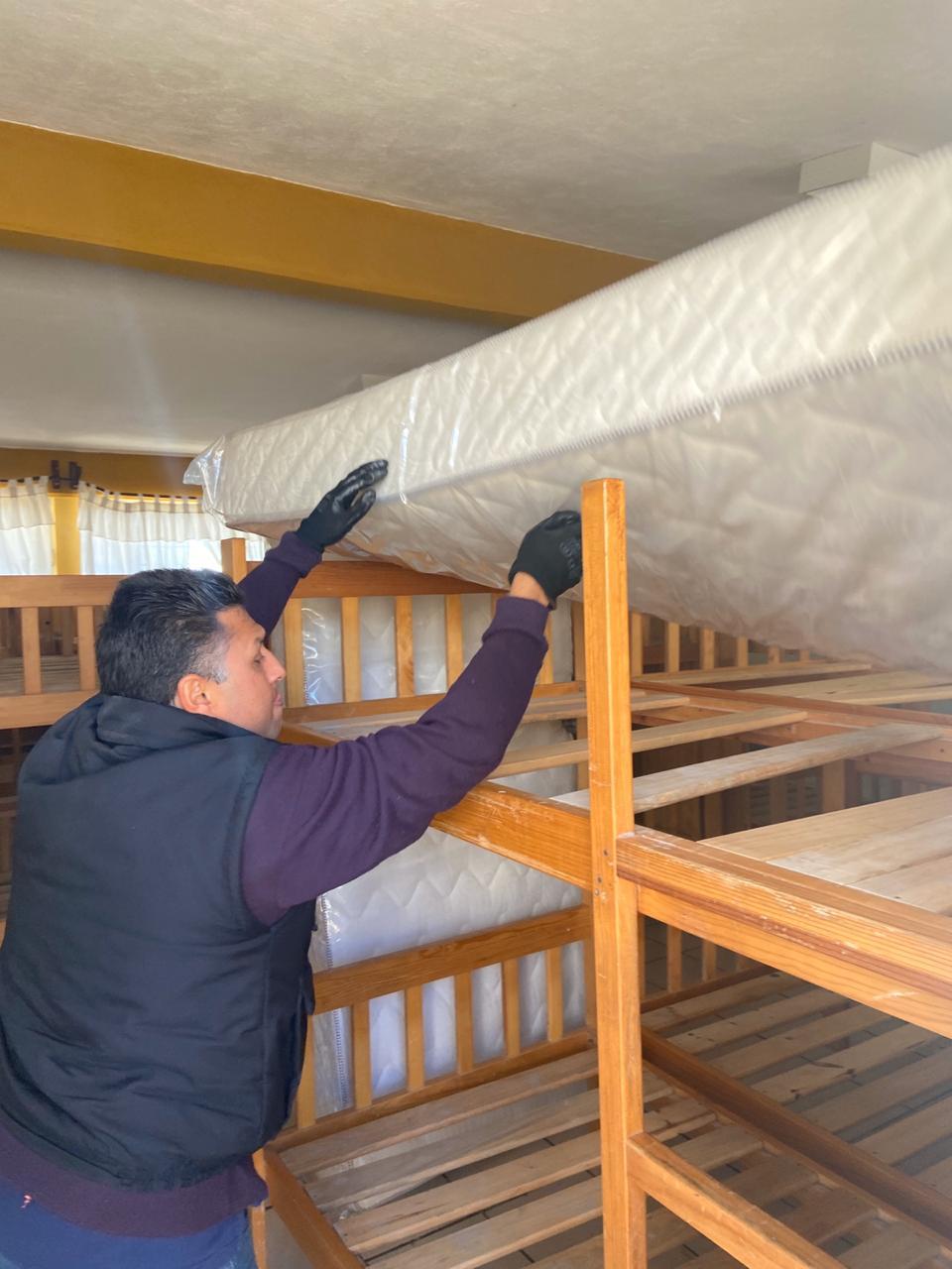 Mejora SEDIF condiciones en albergues indígenas al continuar con entrega de colchones.