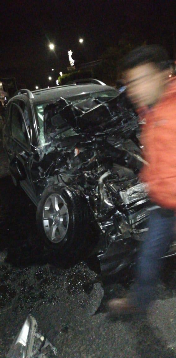 """Aparatoso accidente en el """"Trébol"""" de Acatzingo deja una persona muerta"""
