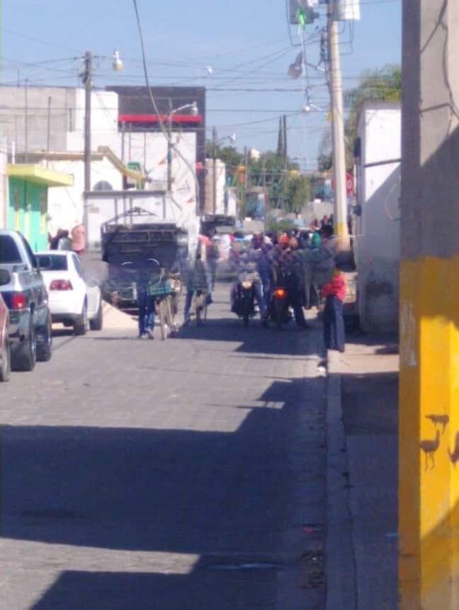 Casi linchan a mujer acusada de secuestro en Huixcolotla