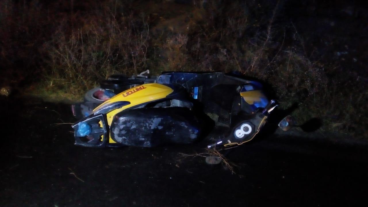 Muere motociclista al derrapar y estrellarse contra taxi en Los Reyes