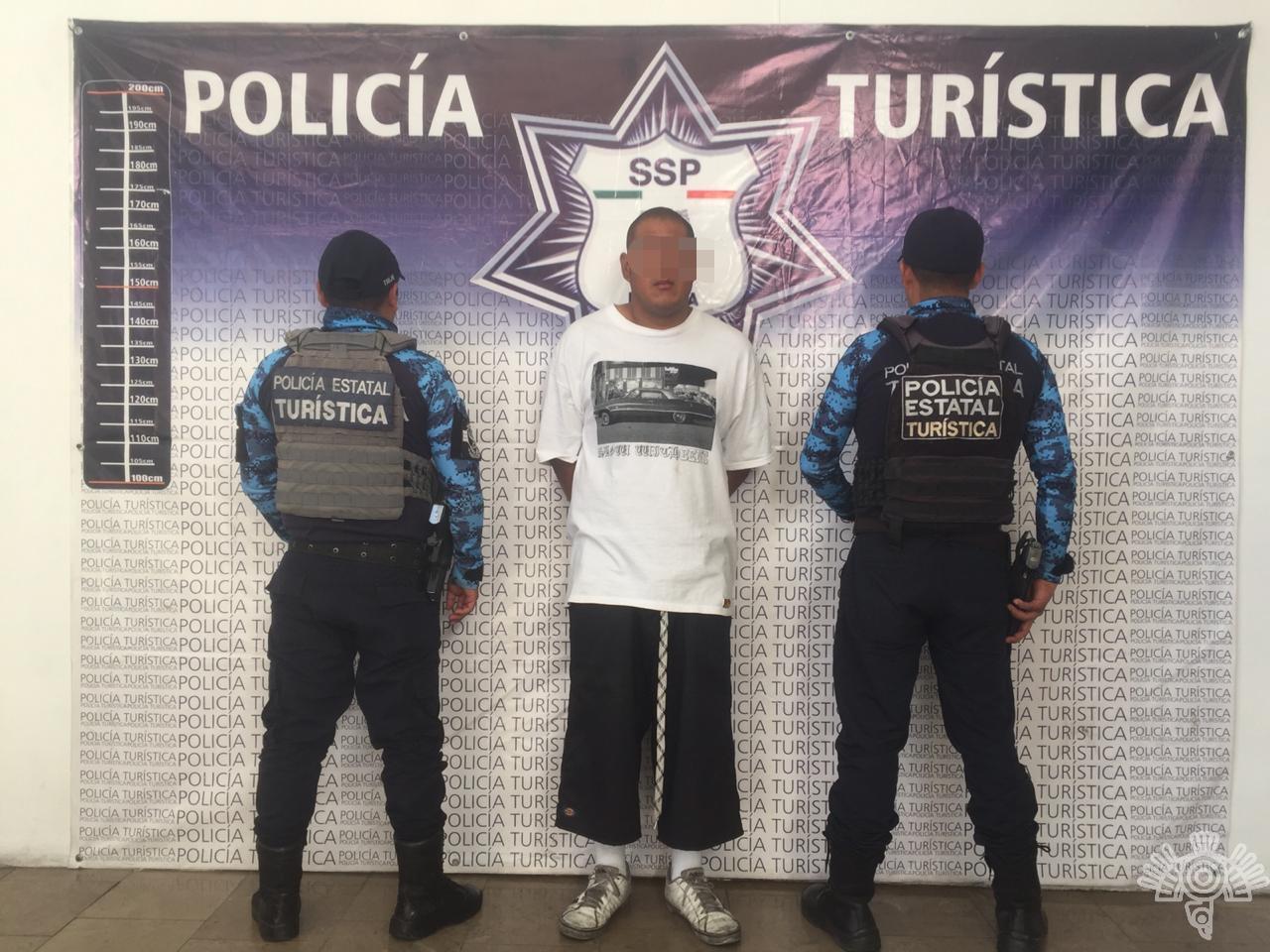 Detiene Policía Turística a tres hombres por robo a transeúnte