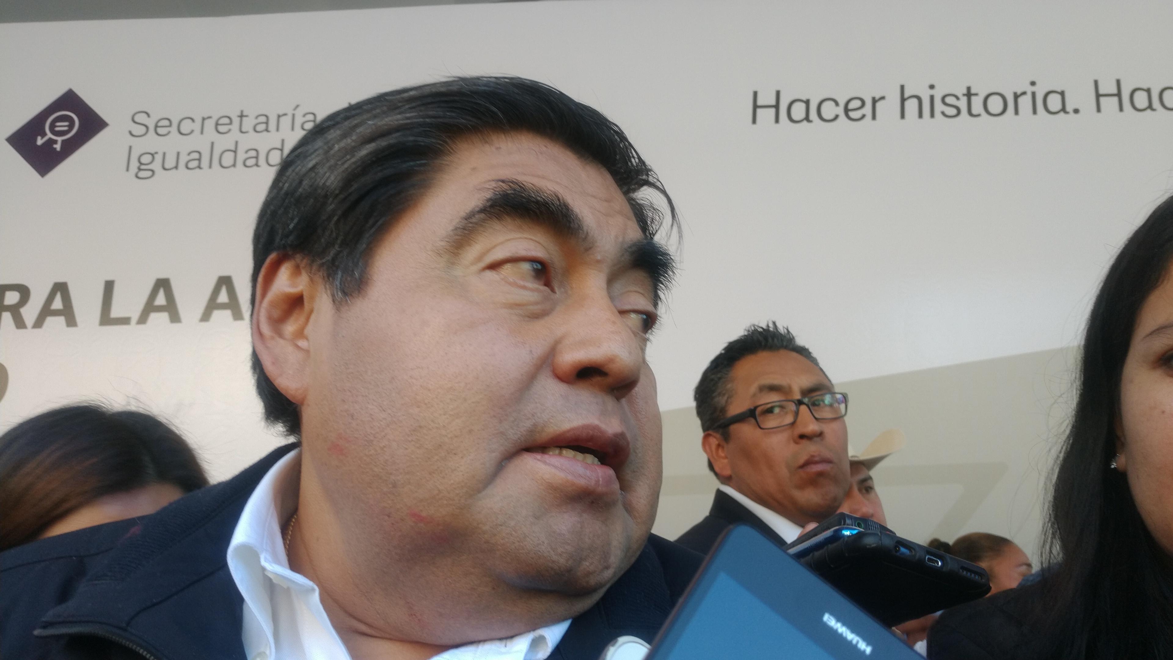 El gobernador Barbosa advirtió que los transportistas deben mejorar servicio y unidades, sino serán remitidas al corralón