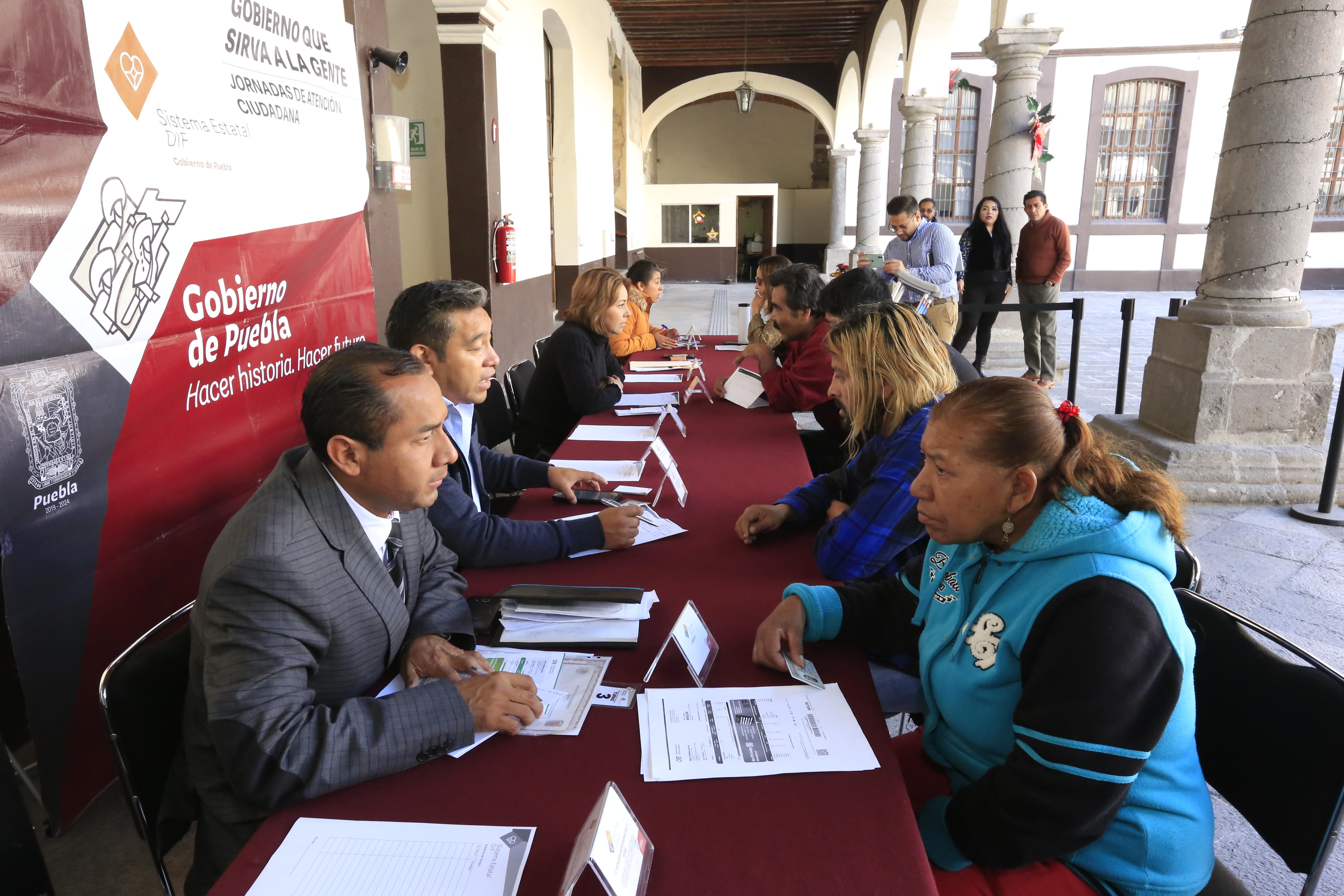 Continúa SEDIF con entrega de apoyos a personas que más lo necesitan en Puebla