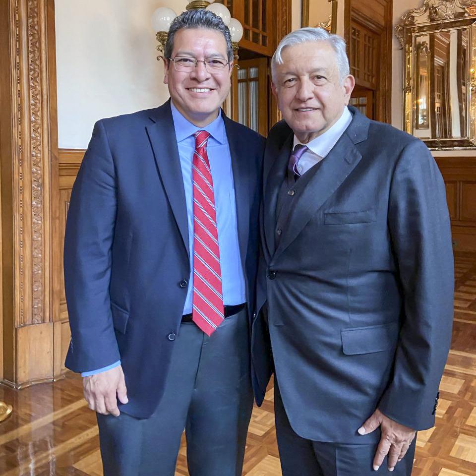 Se reúnen Marco Mena y gobernadores con presidente AMLO.