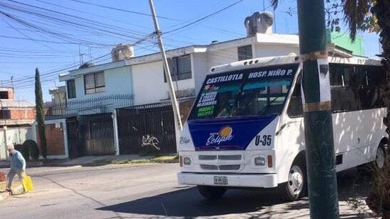 """Transportistas demandan retiro de unidades """"piratas"""" protegidas por la organización Antorcha Campesina"""
