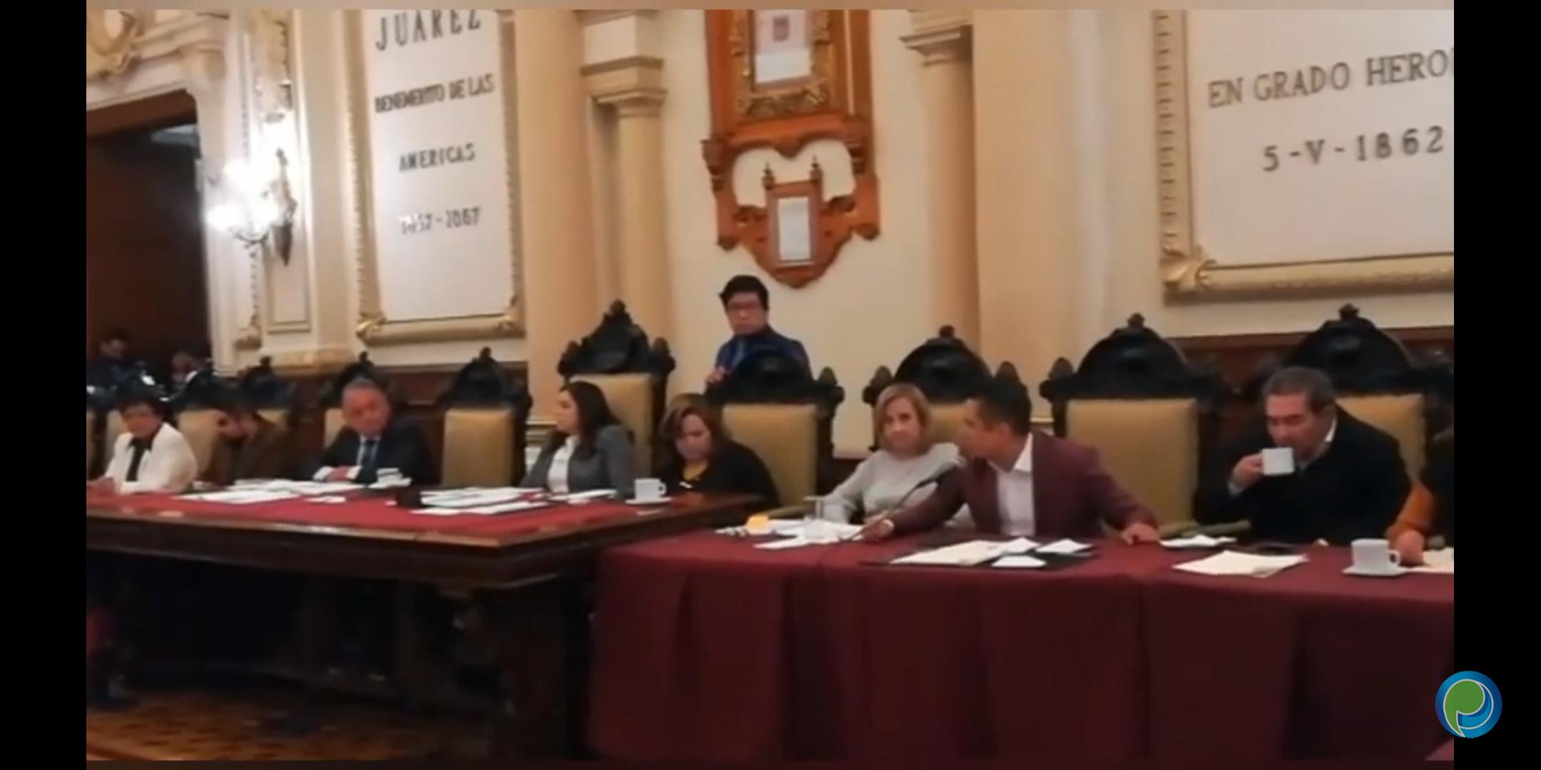 Regidora del PRI acusa a René Sánchez por el ambulantaje