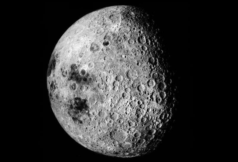 ¿Será cierto? La Luna tiene una cara oscura
