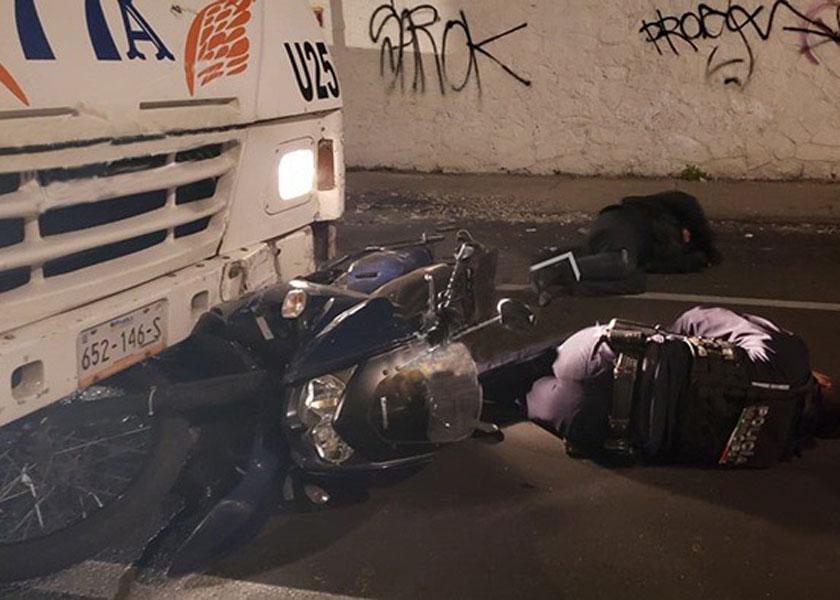 Conductor de transporte público embiste a dos policías municipales en el Centro