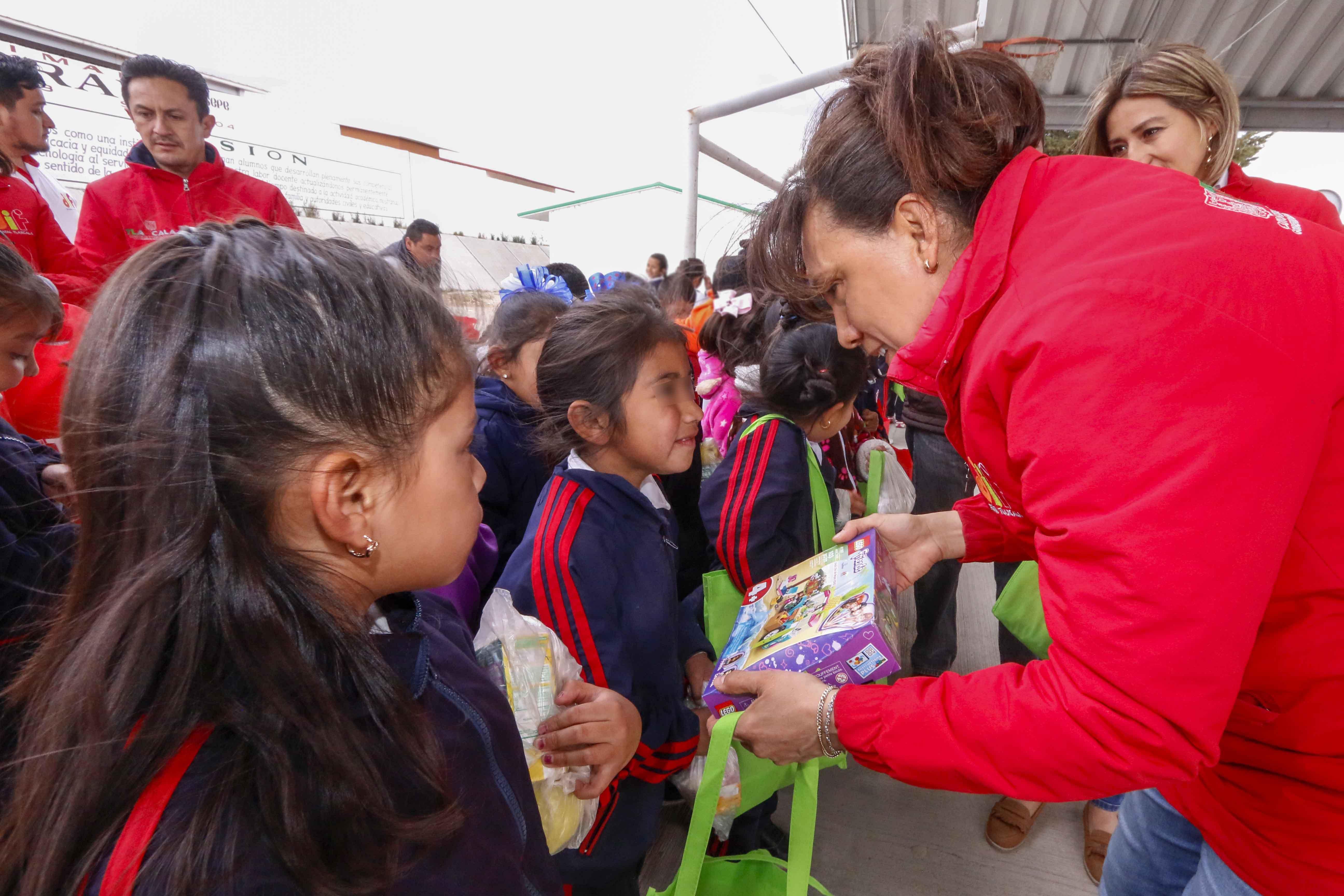"""Concluye Sandra Chávez """"Caravana Día de Reyes"""" del DIF Estatal"""
