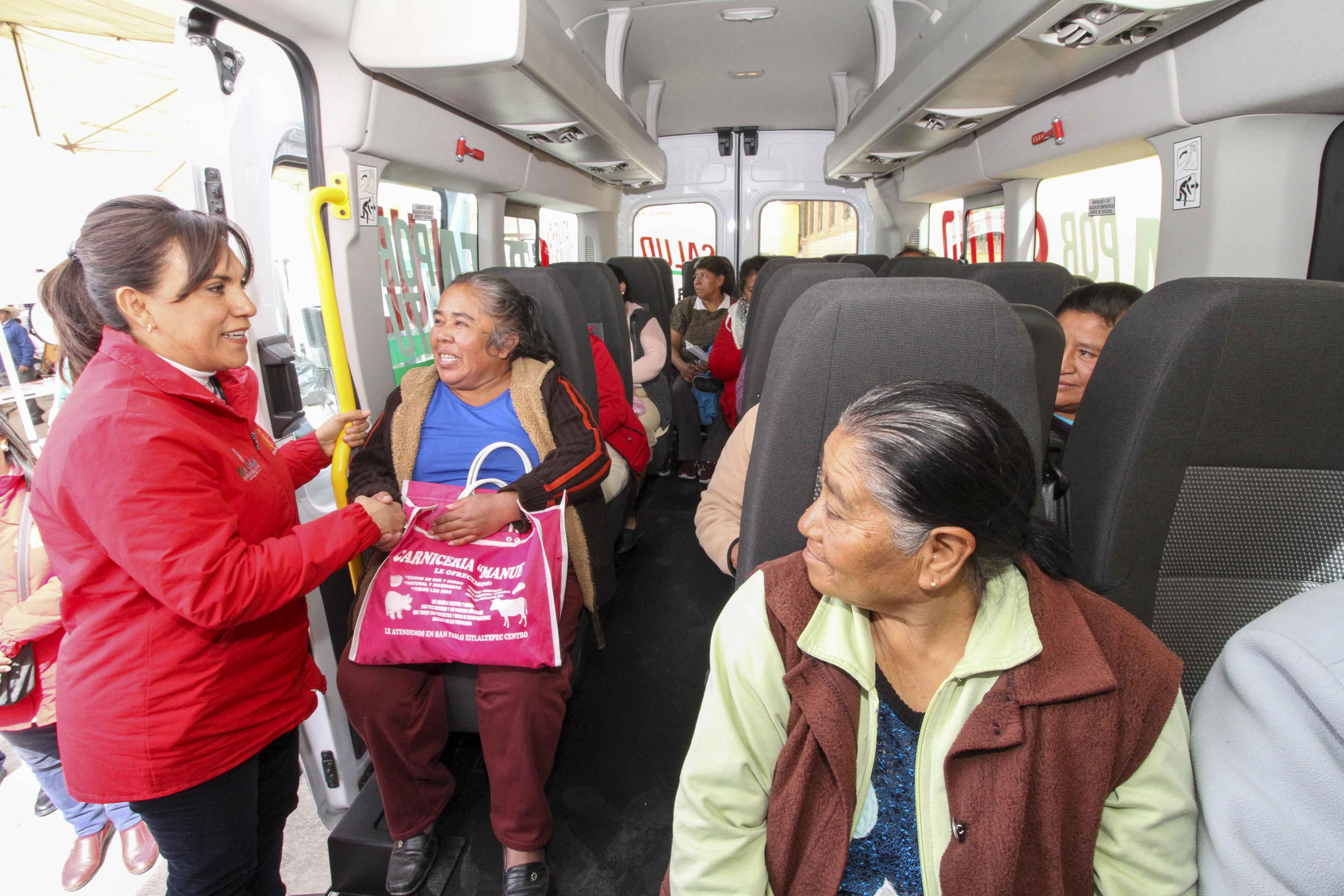 "Encabeza Sandra Cháve""Ruta por tu Salud 2020"" en Zitlaltepec."