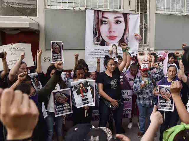 Mujeres realizan homenaje en casa de Ingrid Escamilla