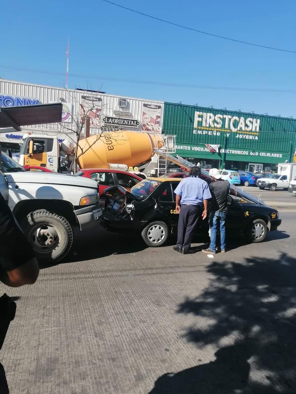 Aparatoso accidente sobre la Federal a Tehuacán a la altura de la gran bodega de Chapultepec