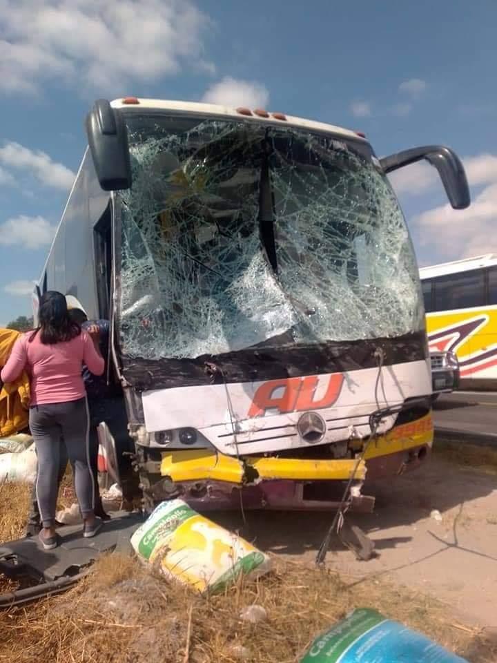 Conductor de una camioneta esquivó a maleantes para evitar un asalto