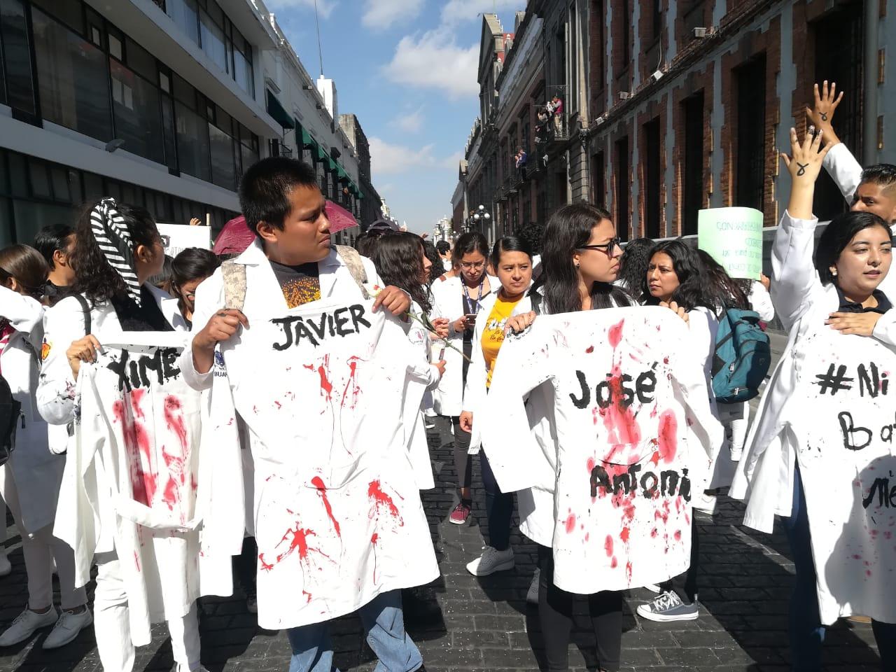 Estudiantes de la BUAP y Upaep marchan en demanda de seguridad y justicia por sus compañeros asesinados