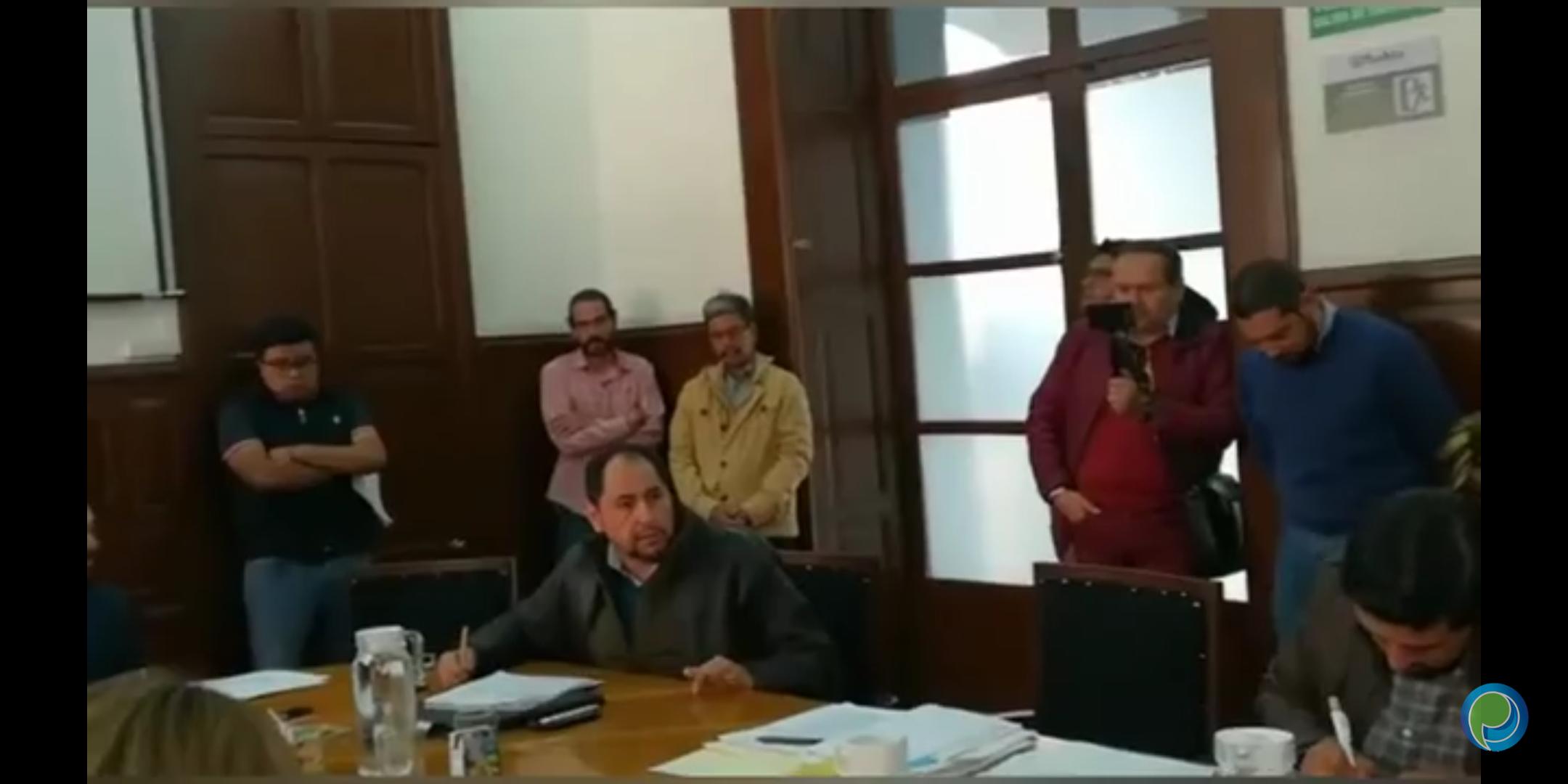 Regidor Enrique Guevara critica falta de información de la Villa Navideña