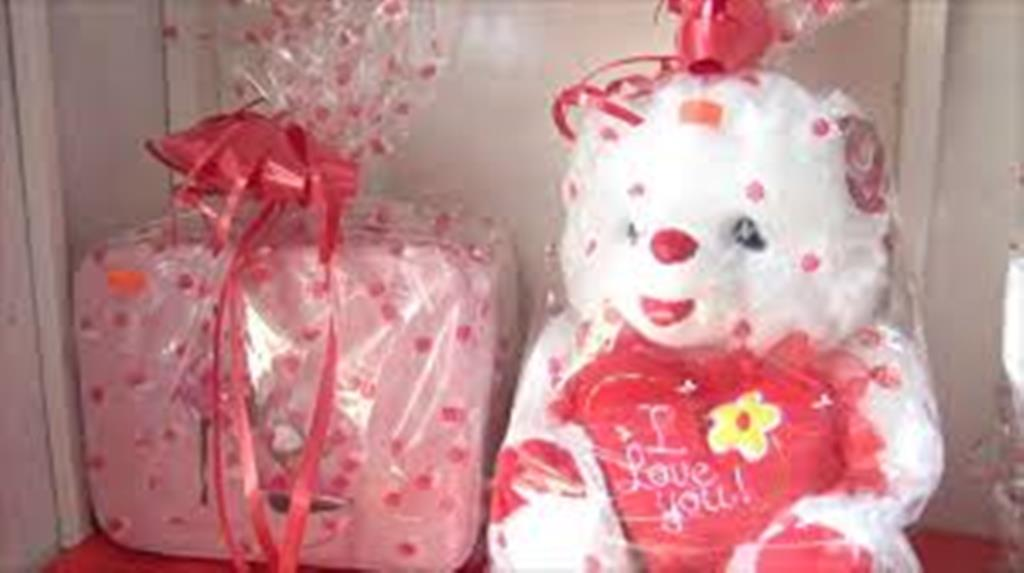 Establecimientos Formales se Preparan para el Día de San Valentín pese a Recesión Económica.