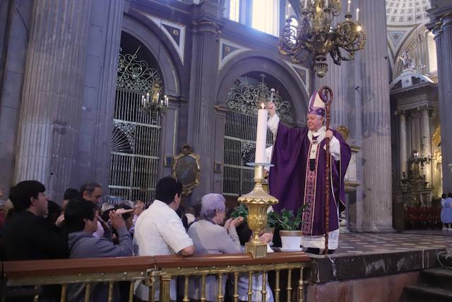 Lamenta Arzobispo de Puebla el incremento de violencia contra las mujeres