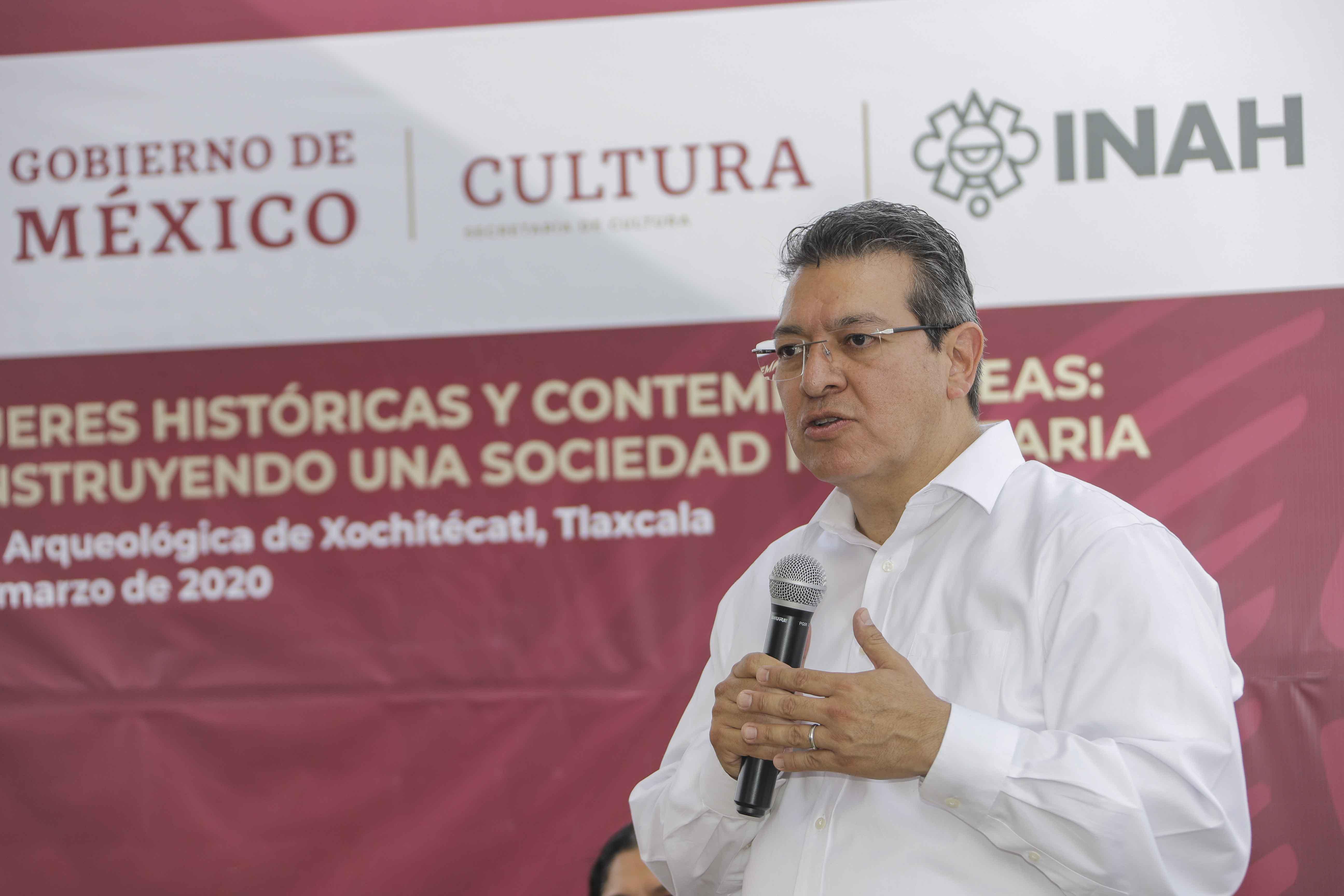Marco Mena, Olga Sánchez y Alejandra Frausto recorren zona arqueológica de Xochitécatl; se rehabilitará