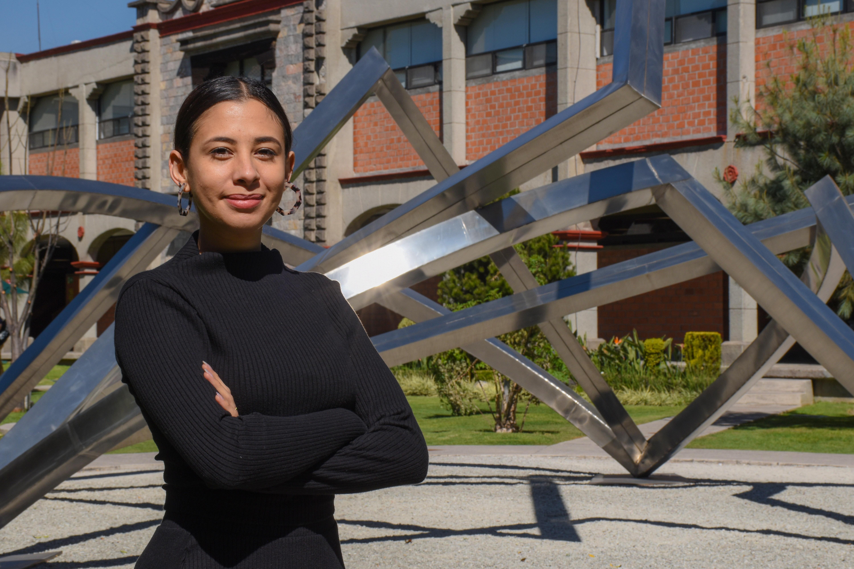 Egresada UDLAP produce historias de latinos para plataforma digital