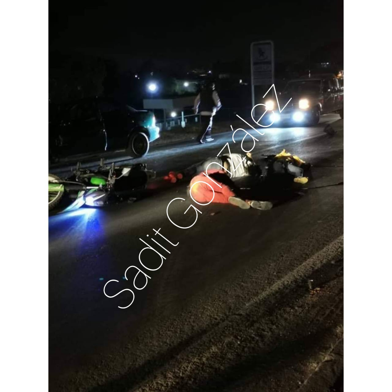 Embisten a motociclista y muere junto con su acompañante en Texmelucan
