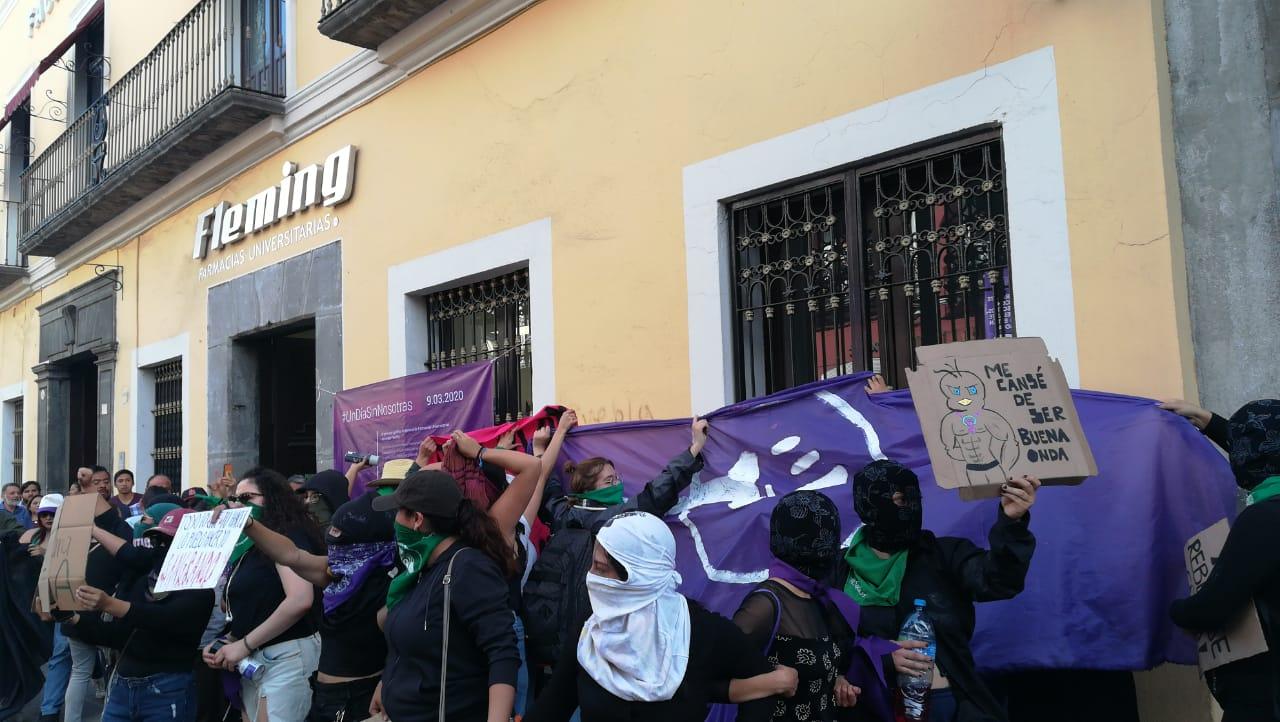 Vídeos desde Puebla: Poblanas lanzan consignas contra la violencia de género en la marcha