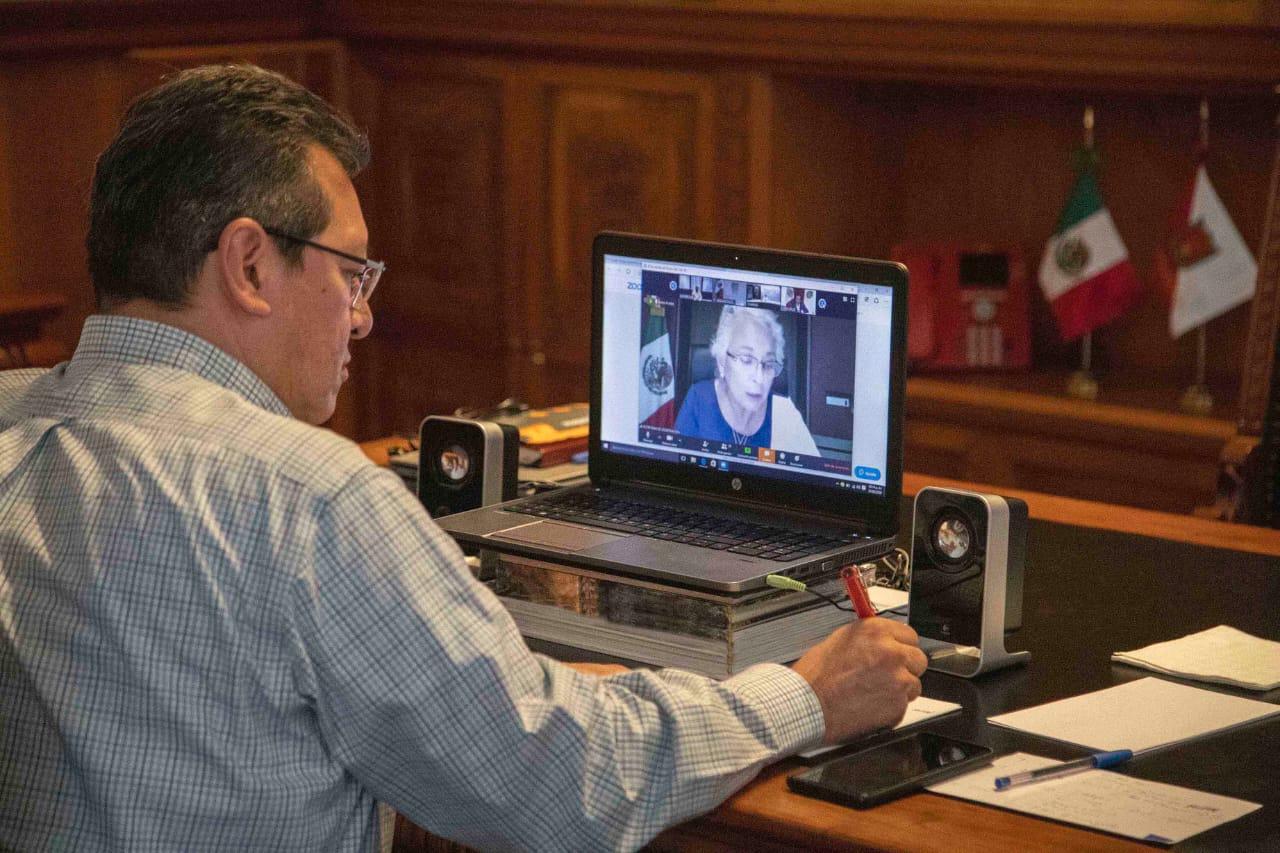Desde Tlaxcala: Marco Mena mantiene contacto con el gabinete presidencial vía internet
