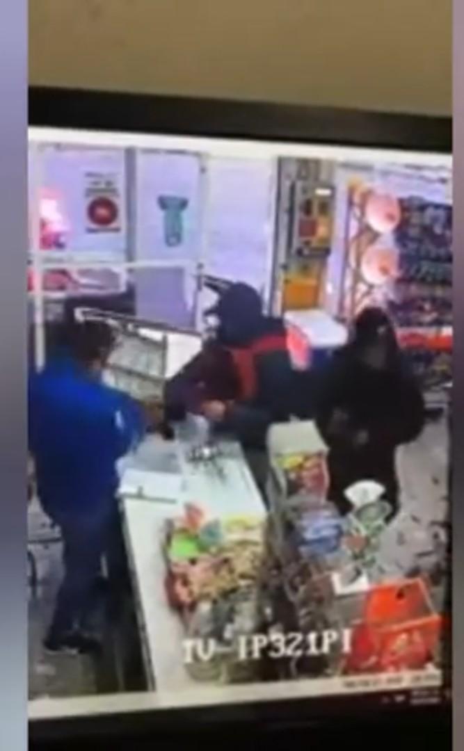 Vídeos desde Puebla: Rateros asaltan tienda en pleno centro de Texmelucan
