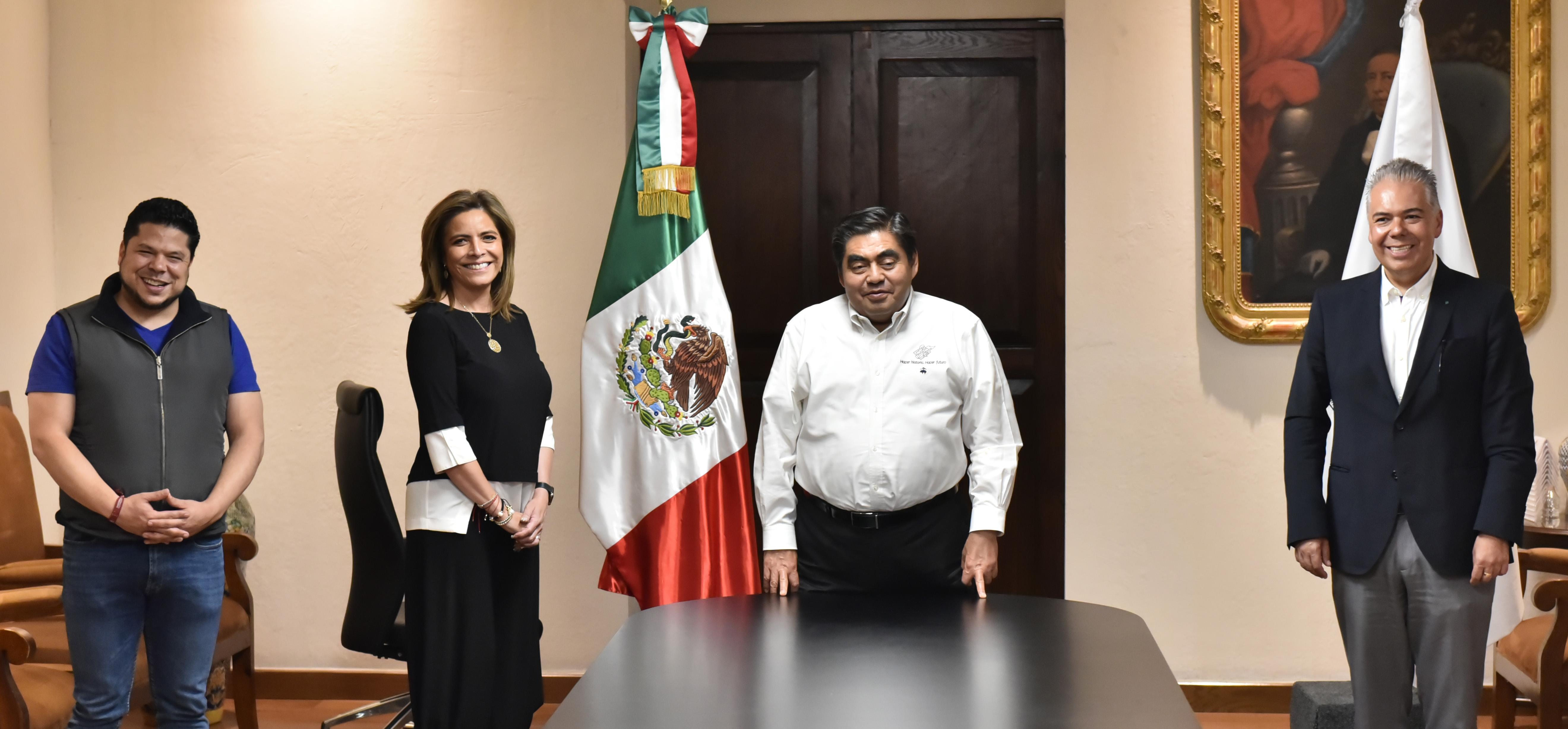 Se reúne gobernador Miguel Barbosa con dirigente del consejo coordinador empresarial.