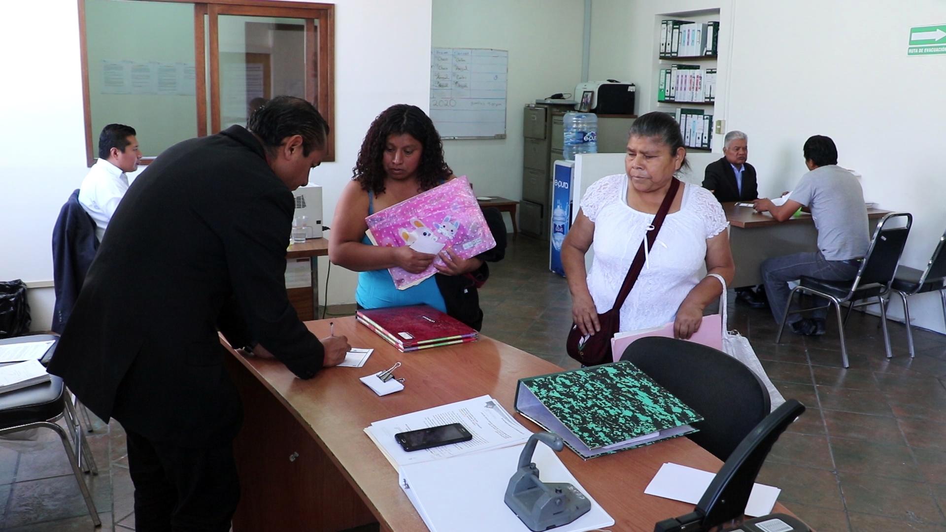 Asesoran SEDIF y registro civil en trámites de actas de nacimiento.