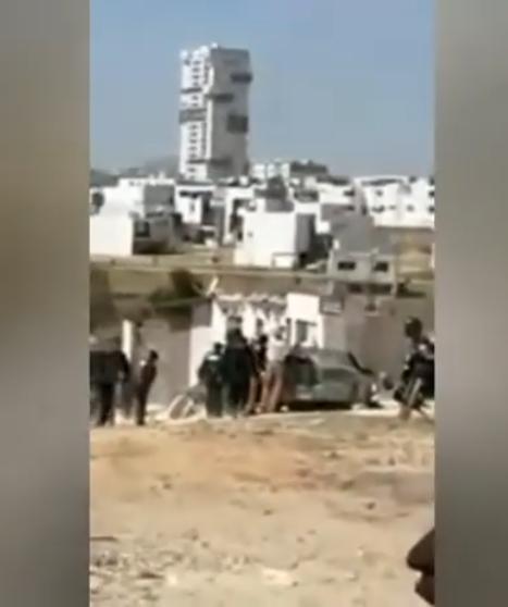 Rateros chocan al huir de la policía
