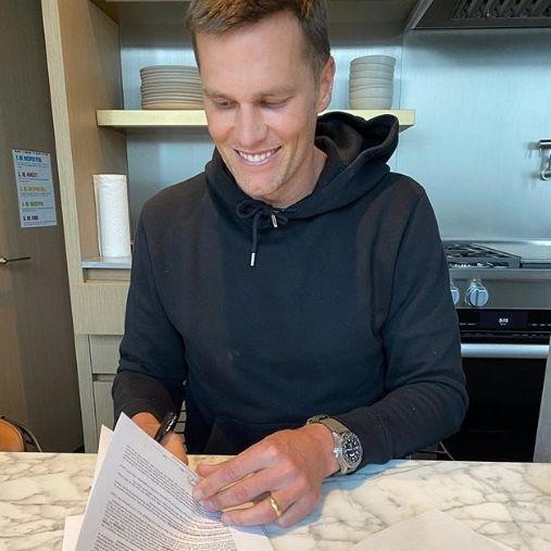 Tom Brady firma contrato y se convierte en jugador de Buccaneers