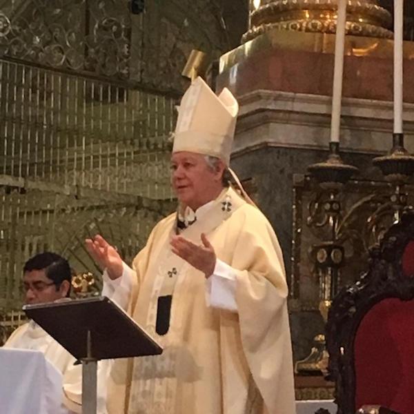 Pide Arzobispo de Puebla cuidar a los adultos mayores y no bajar la guardia