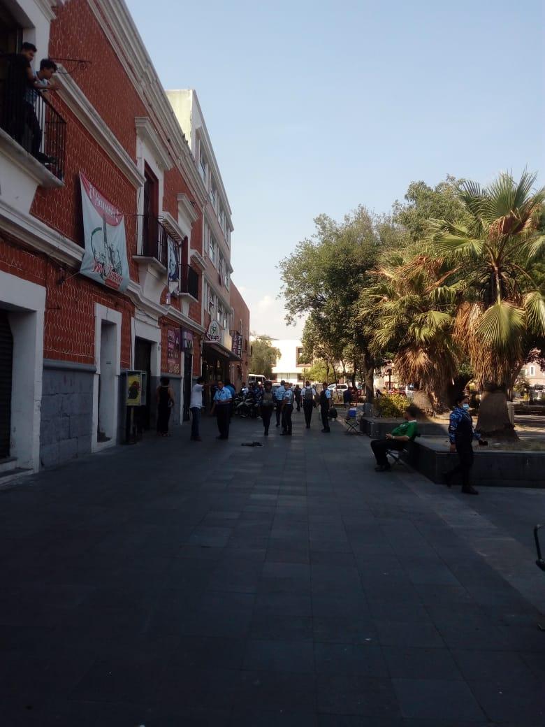 Asaltan Oxxo del pleno centro de Puebla
