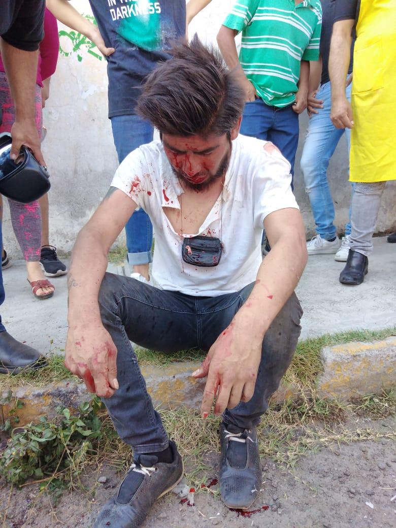 Locatarios del mercado Zaragoza detienen a presunto ladrón de autopartes