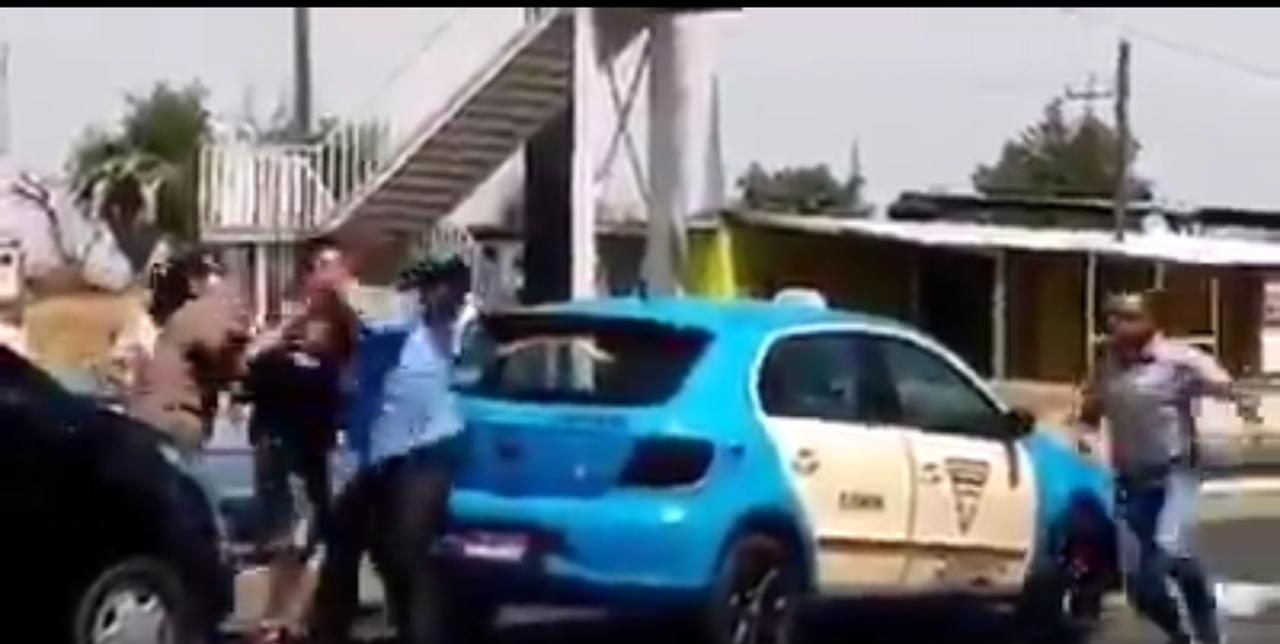 Familia completa golpea a taxista en Huejotzingo