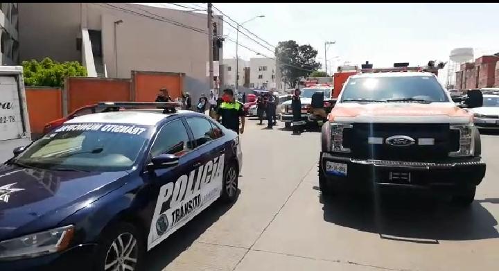 Evacúan hospital del IMSS La Margarita por fuerte olor a gas.