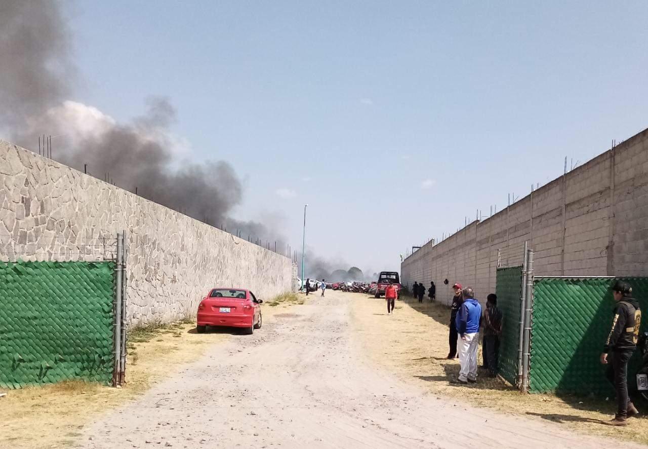 Arde el corralon de parque Industrial de Chachapa.
