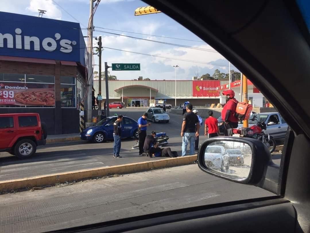 Atropellan a repartidor de pizzas frente al Soriana de Amalucan