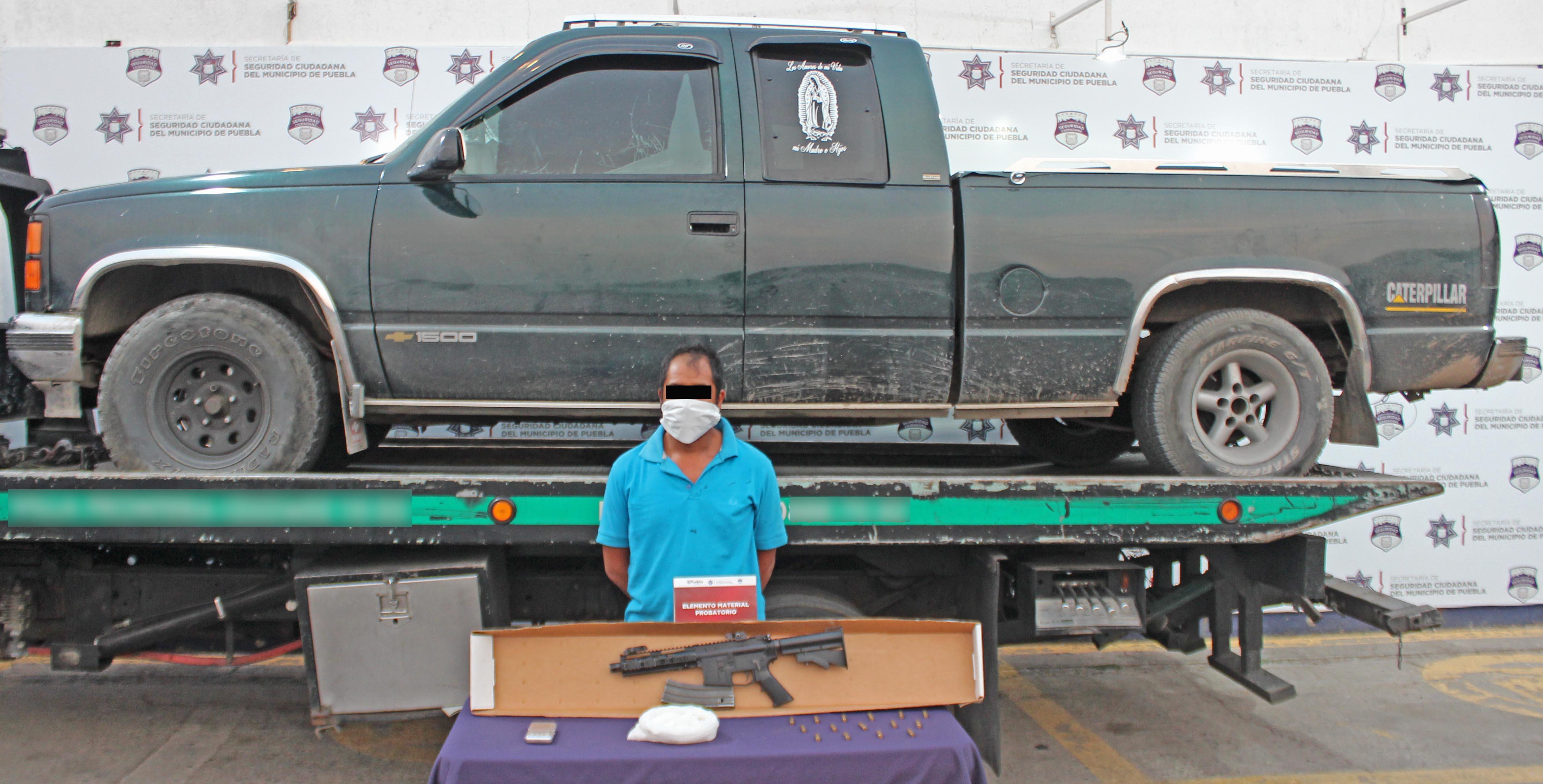 Detuvo Policía Municipal de puebla a hombre en posesión de un fusil de asalto de uso exclusivo del ejército, armada y fuerza aérea