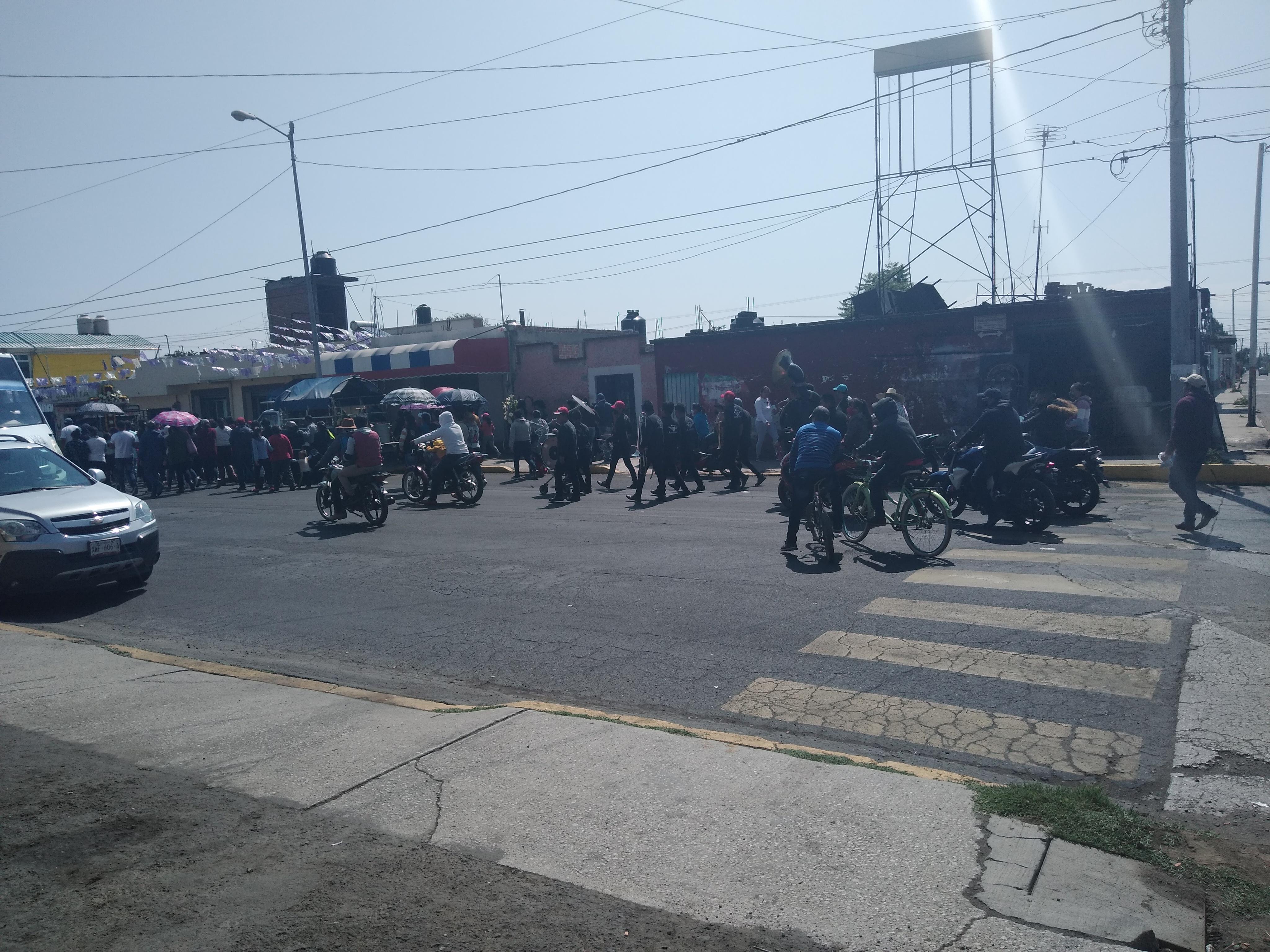 Hacen entierro masivo en Huejotzingo durante el pico de la contingencia Covid-19
